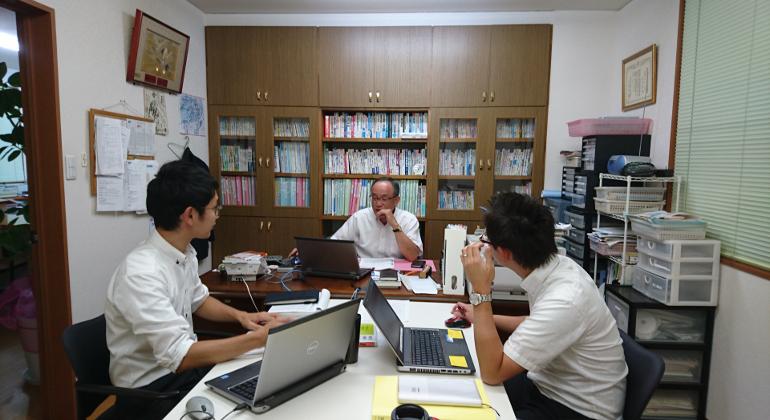 月に1度、3人の社労士で勉強会を開いています。
